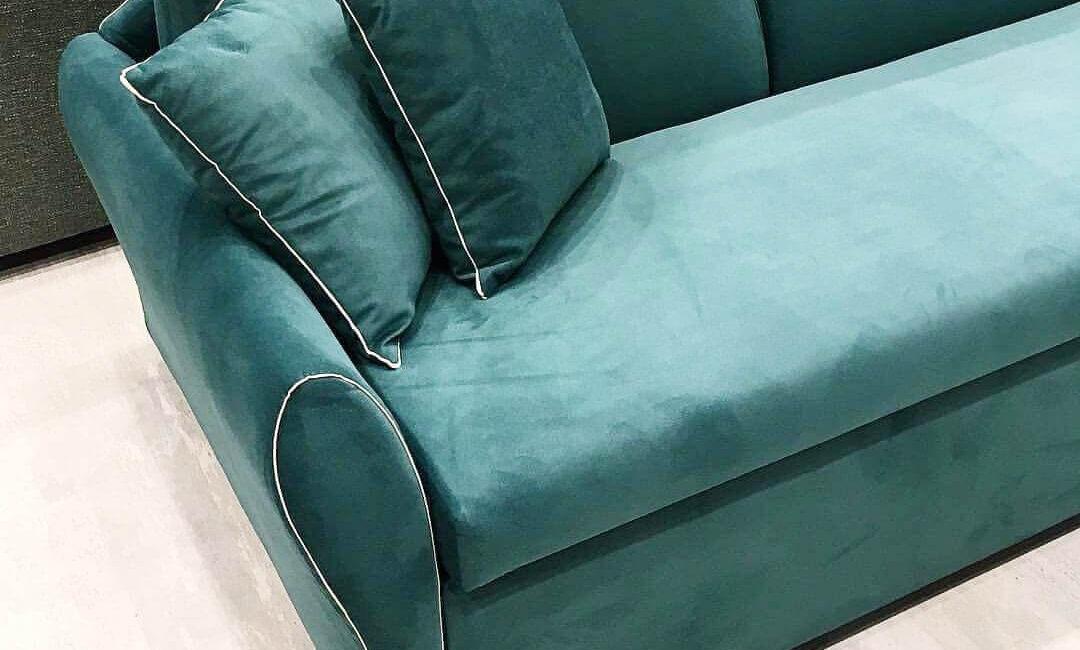 canapea cu perne
